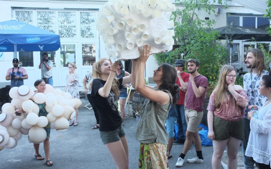 """JugendKunstParkour präsentiert das """"MASKENBAU UND MASKENSPIEL"""" Atelier"""